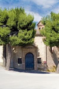 Portale d'ingresso della Chiesa di San Rocco, costruita per sciogliere un voto degli abitanti scampati alla pestilenza. (foto Alessio Vallorani)